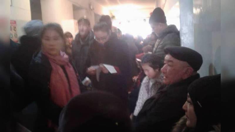 В Бишкеке в Национальном госпитале большая очередь к врачу, - читатель (видео)