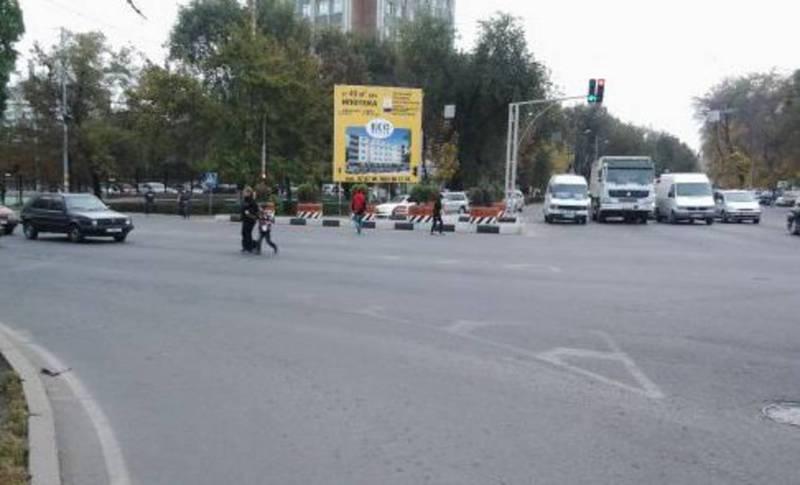 В Бишкеке на пересечении Чуй и Фучика нет таймера работы светофора, - житель