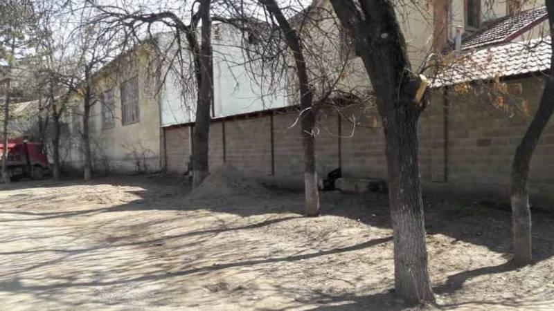 На Панфилова-Чуйкова ограждения муниципальной земли убраны, - мэрия