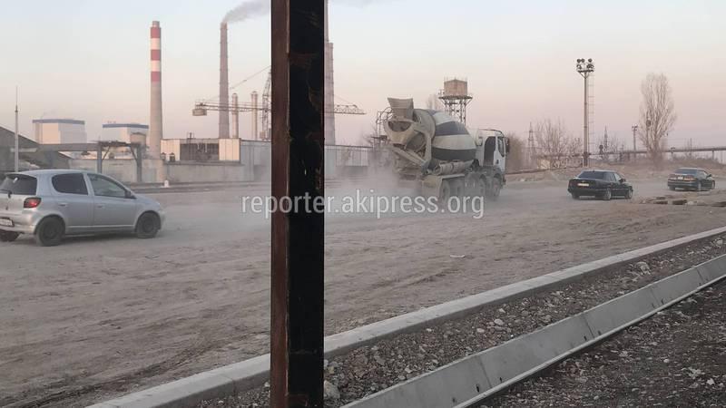 Фото — На улице Путепроводной не завершили строительство дороги, начатое в прошлом году