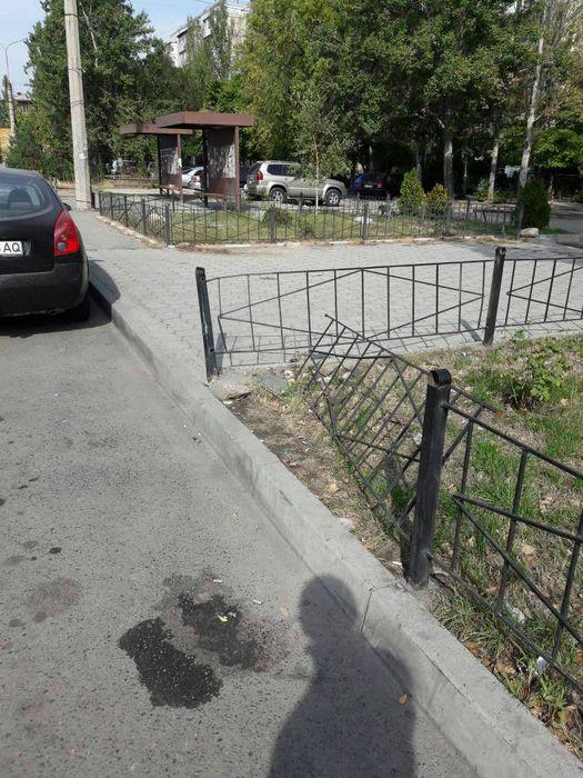 На Ибраимова-Боконбаева сломаны ограждения, - бишкекчанин (фото)