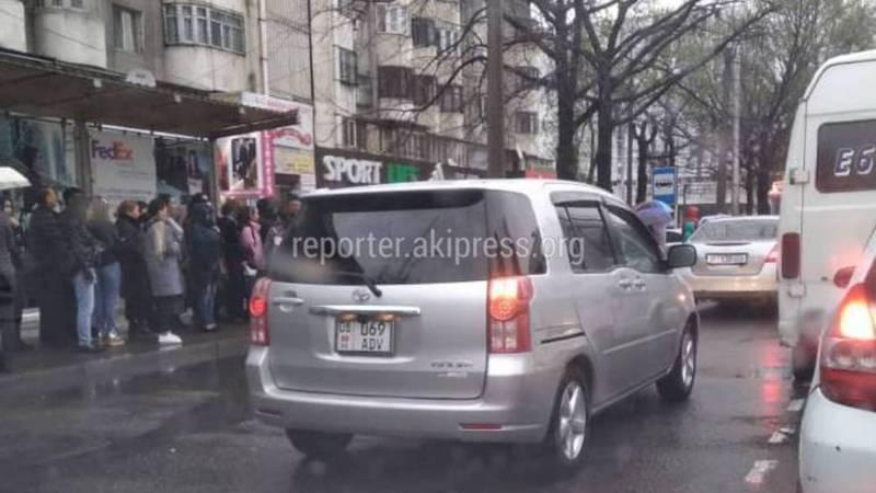 На Абдрахманова-Киевской несколько водителей выехали на встречку (фото)