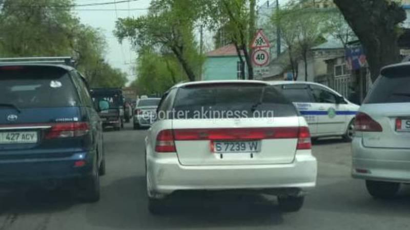 На Горького - Абая водитель «Хонды» оставил машину на проезжей части дороги (фото)