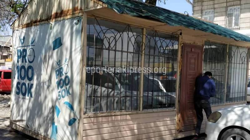 Законно ли установлен павильон на ул.Льва Толстого возле инфекционной больницы? (фото и видео)