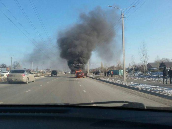 В западной части Бишкека сгорела «Мазда» <i>(фото)</i>
