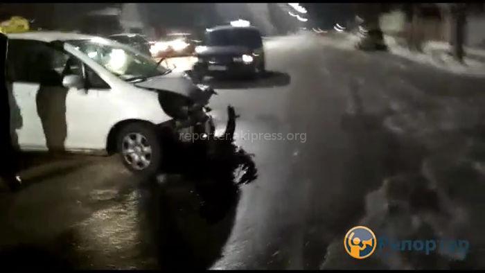 Бишкекте жол тандабас унаа менен такси кагышты <i>(видео)</i>