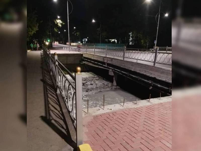 Недостроенный мост через реку Ала-Арча создает опасность пешеходам, в частности детям, - бишкекчанин (фото)