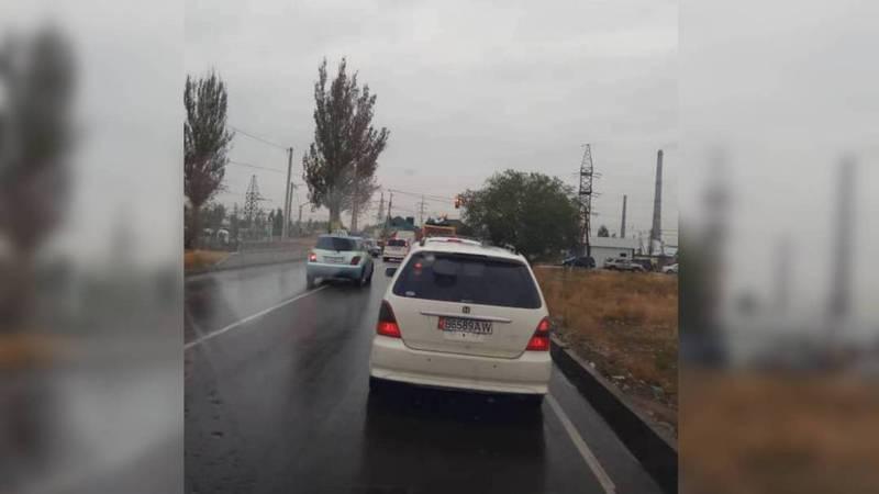 Горожанин просит установить на светофоре правоповоротную секцию с ул.Достоевского на ул.Анкара