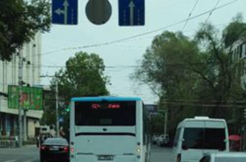 Водитель автобуса №42, повернувший со второй полосы, получит выговор, - мэрия