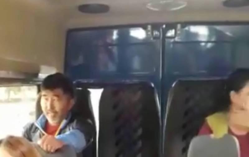 В маршрутке №146 мужчина избил девушку (видео)