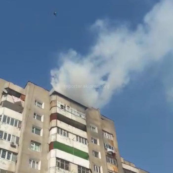 На 12 этаже дома в районе Ошского рынка произошло задымление <i>(видео)</i>
