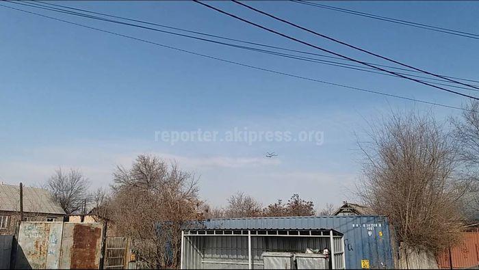 Видео — Над Бишкеком летает вертолет