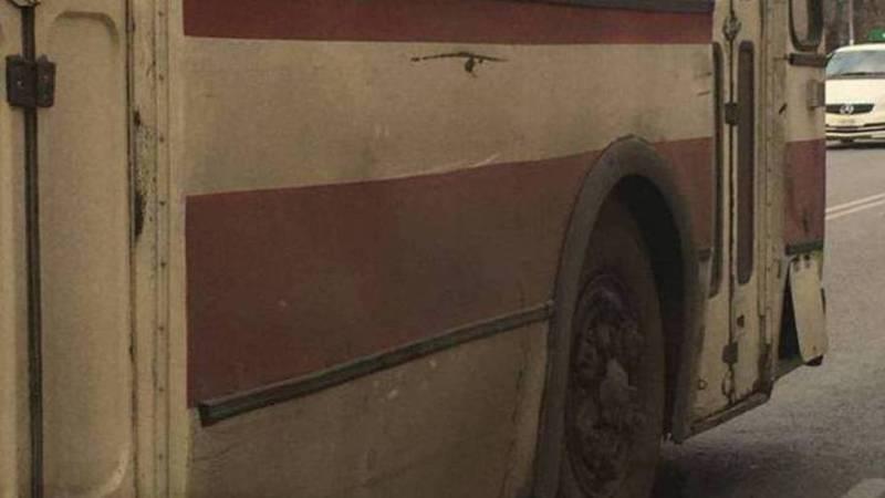 Троллейбус не успел на мойку, поэтому вышел на линию грязным, - мэрия