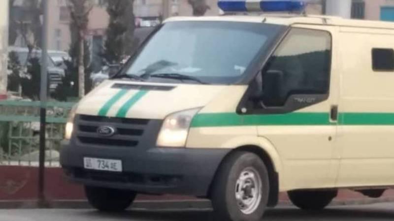На Курманжан Датки - Г.Айтиева в Оше «Форд» постоянно паркуют в неположенном месте