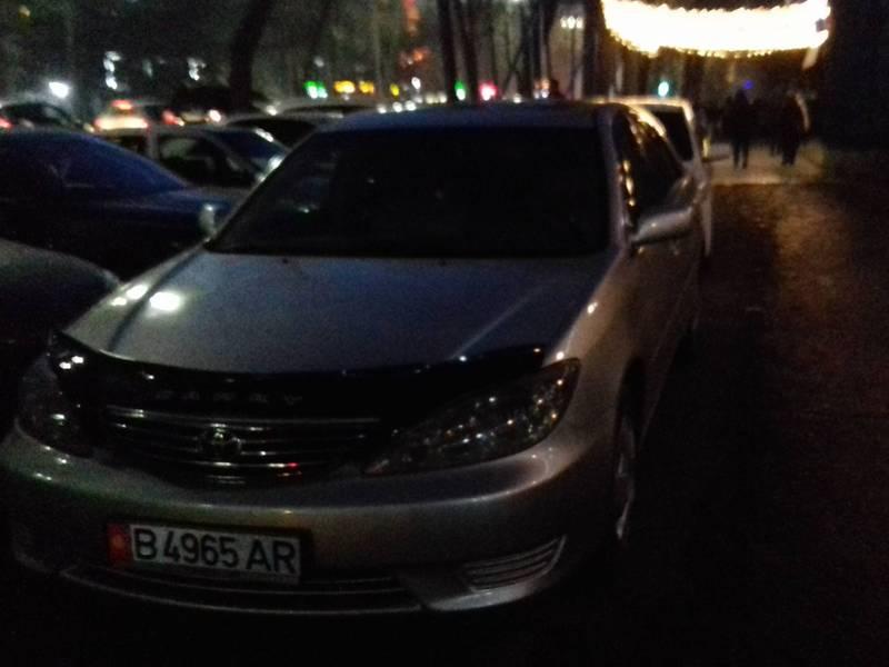 На тротуаре возле налоговой припаркованы машины, - жалуется Курстанбек