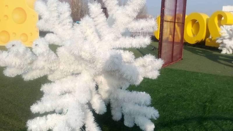 Фото — Как украсили площадь Ала-Тоо к новому году