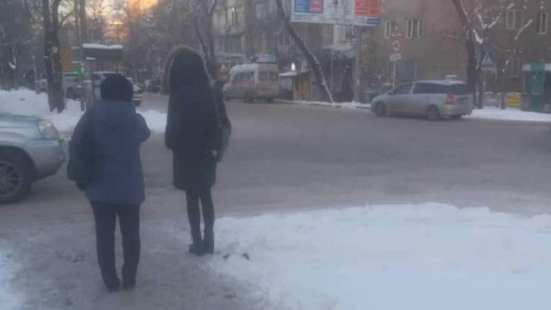 Горожанин просит посыпать песком дорогу на перекрестке Токтогула-Уметалиева
