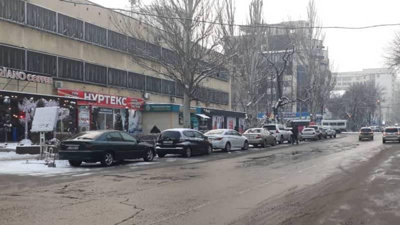 Улица Исанова очищена от незаконно припаркованных автомобилей, - УПМС (видео, фото)