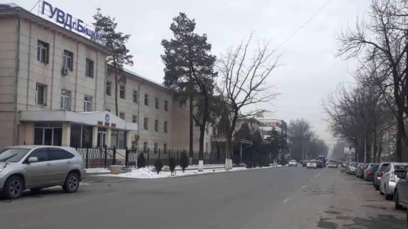 Улица Токтогула около здания ГУВД Бишкек очищена от незаконно припаркованных машин, - УПМС