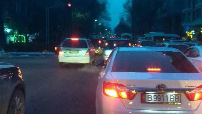 Горожанин жалуется на пробки на улицах Бишкека