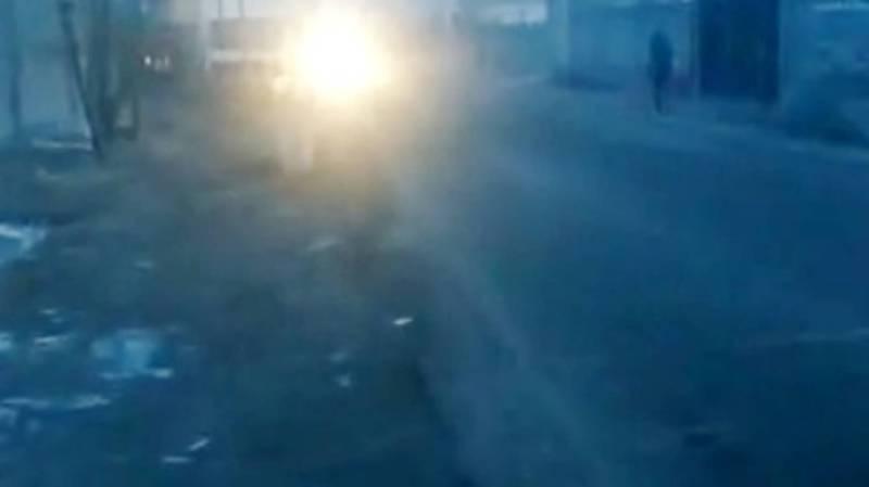 В Кеминском переулке отсутствует тротуар. Видео