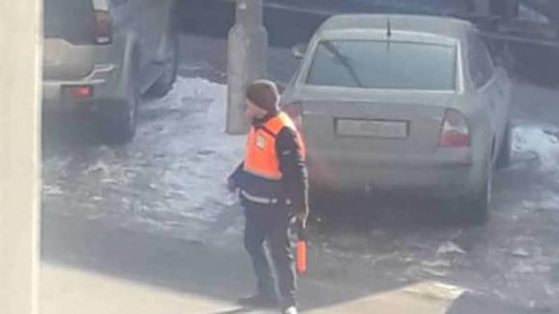 Законно ли берут деньги за парковку на улице Кулатова?