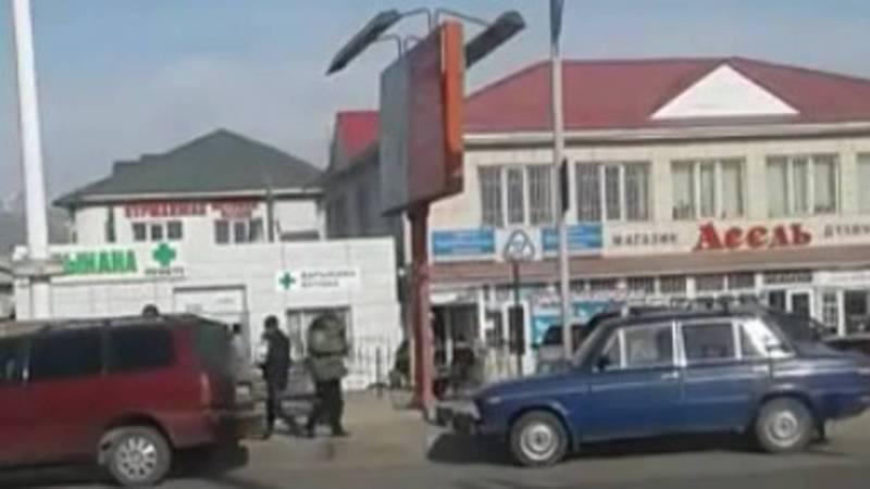 На центральной улице Кочкорского района творится бардак, - жительница (видео)