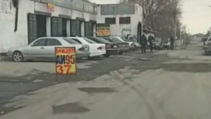 На ул.Школьной в Новопавловке незаконно торгуют ГСМ. Видео