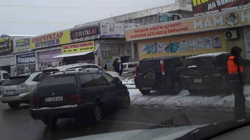 Должны ли парковщики возле Орто-Сайского рынка выдавать квитанции?