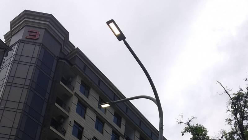 Почему в дневное время в Бишкеке горят фонари? - горожанин. Фото