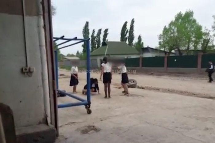 Видео — В Бишкеке подрались школьницы