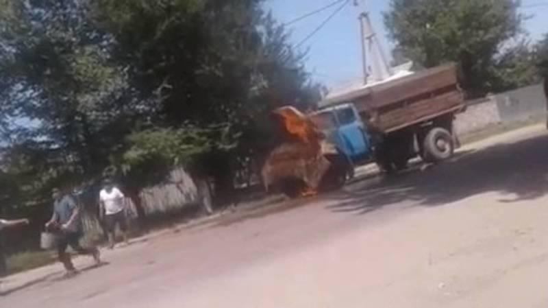 В Бишкеке загорелся ГАЗ-53. Видео очевидца