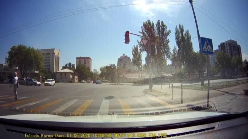 Момент ДТП в центре Бишкека. Видео очевидца