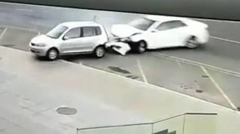 «Тойота Камри» въехала «Мазду» во время дрифта. Видео момента столкновения