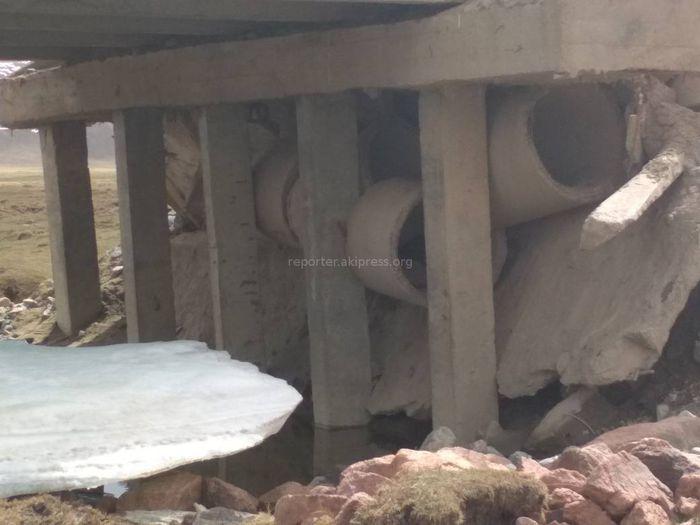 Фото, видео - Мост в Кочкорском районе стал опасным для переезда и перегона скота