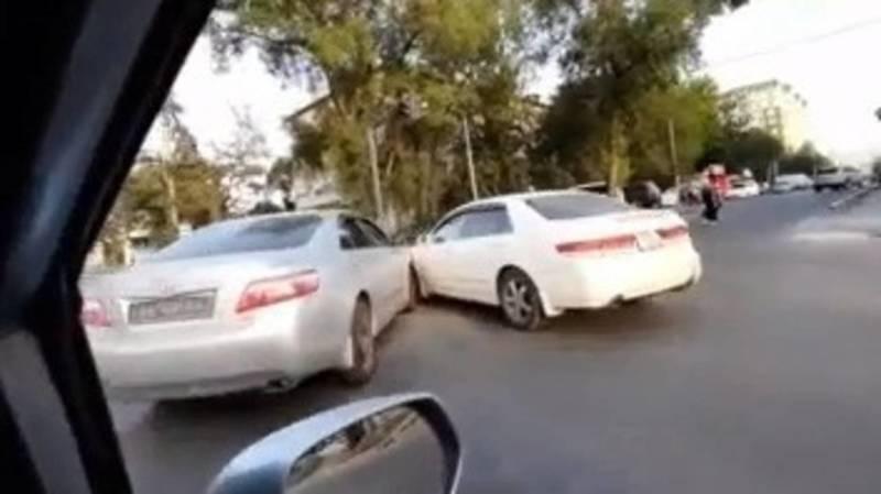 На ул.Ахунбаева произошло ДТП, - очевидец. Видео