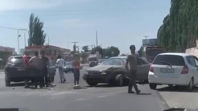 В Ошской области произошло ДТП с участием Lexus RX 300. Видео и фото