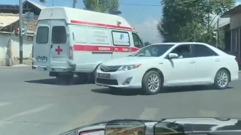 ДТП в Оше с участием машины скорой помощи. Видео