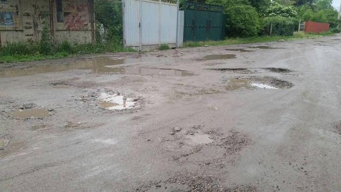 Бишкекчанин спрашивает, будет ли отремонтирован переулок Аральского