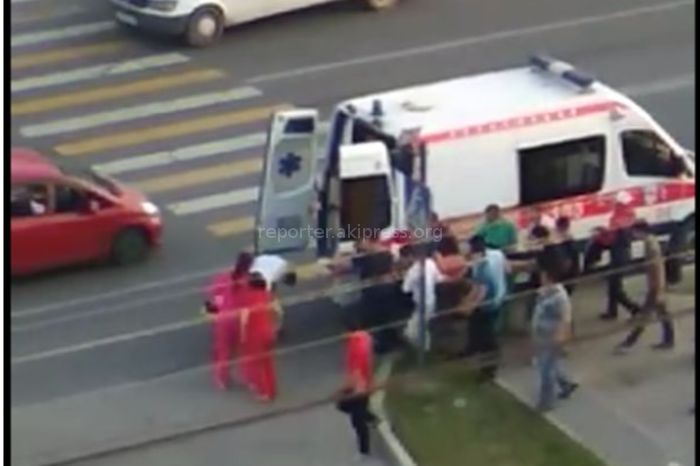 В Бишкеке в мкр Улан сбили пешехода <i>(видео)</i>