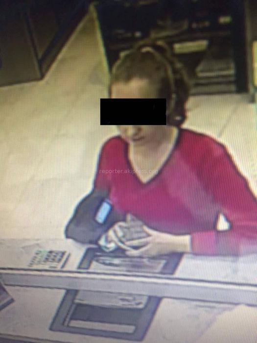 Девушка вернула банку лишние деньги, которые ей по ошибке выдал кассир