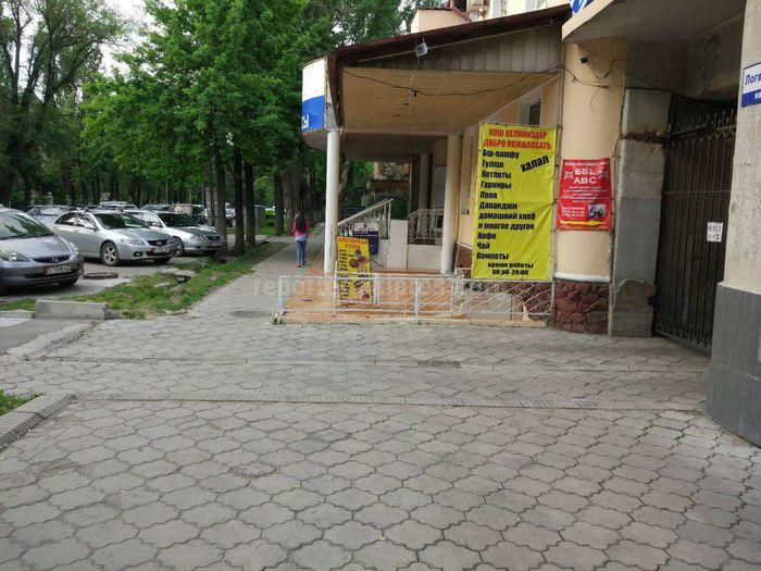 «Бишкекглавархитектура» о столовой, которая занимает часть тротуара на ул.Логвиненко: Есть архитектурно-техническое заключение