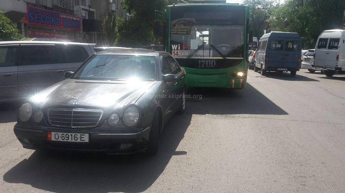 Фото — На дорогах в районе Ошского рынка водители не соблюдают ПДД