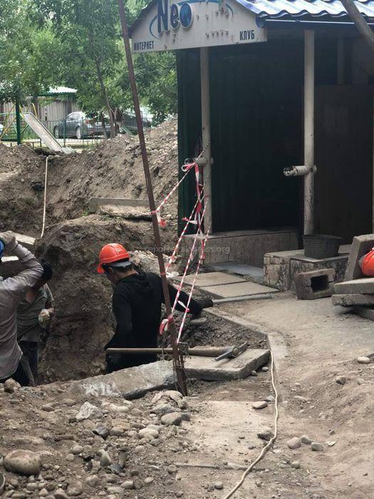 Госэкотехинспекция: Мебельный магазин перекопал улицу в центре Бишкека на основании ордера