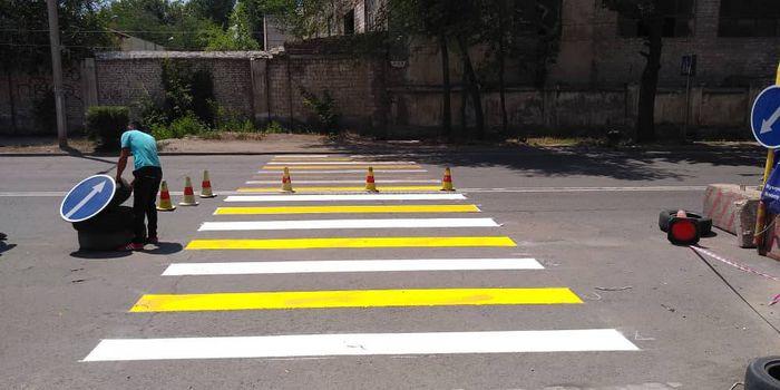 На ул.Толстого возле Инфекционной больницы нанесли «зебру» (фото)