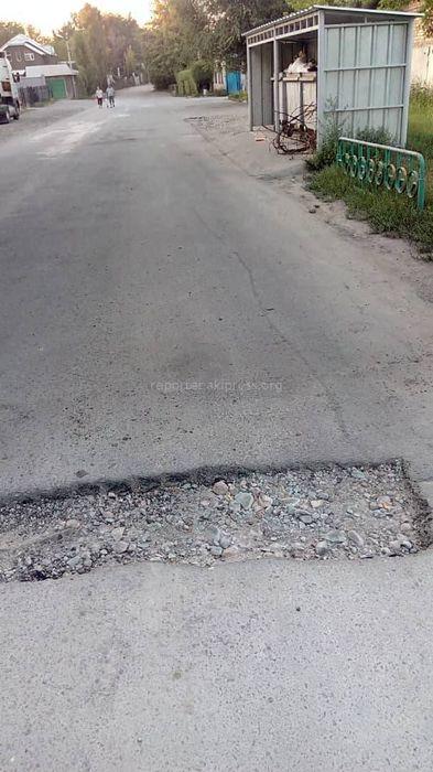 Бишкекчанин просит залатать ямы по улице Ростовской
