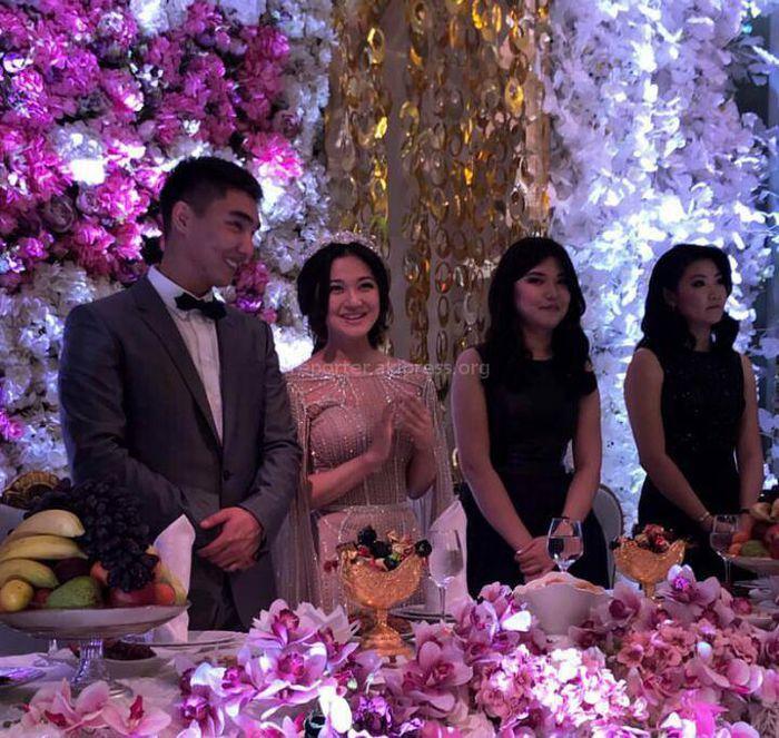 Видео, фото — Замглавы МВД Курсан Асанов выдал одну из троих дочерей замуж