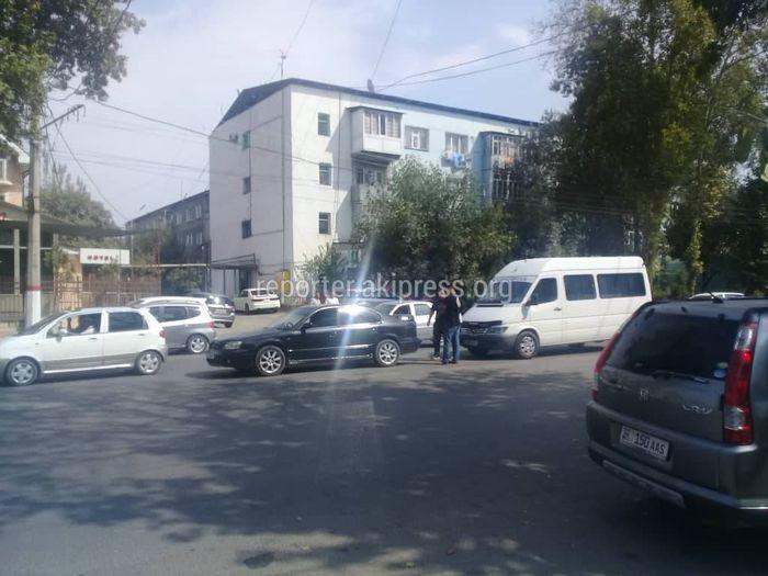 В Оше произошло ДТП с участием «Субару» и «Мерседес» (фото)