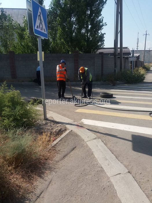 Зачем разрушают новую дорогу на улице Молдокулова? (фото)