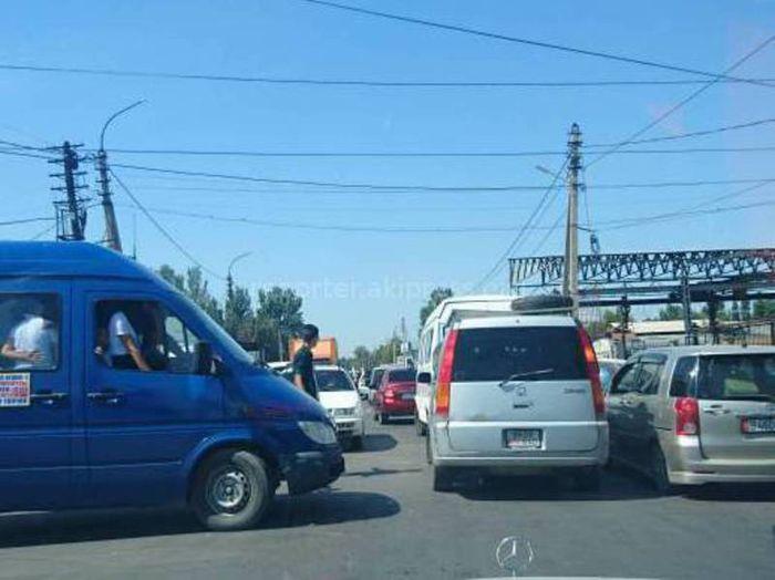 Установка светофора на Щербакова-Орозбекова на 2018 год не предусмотрена, - мэрия Бишкека